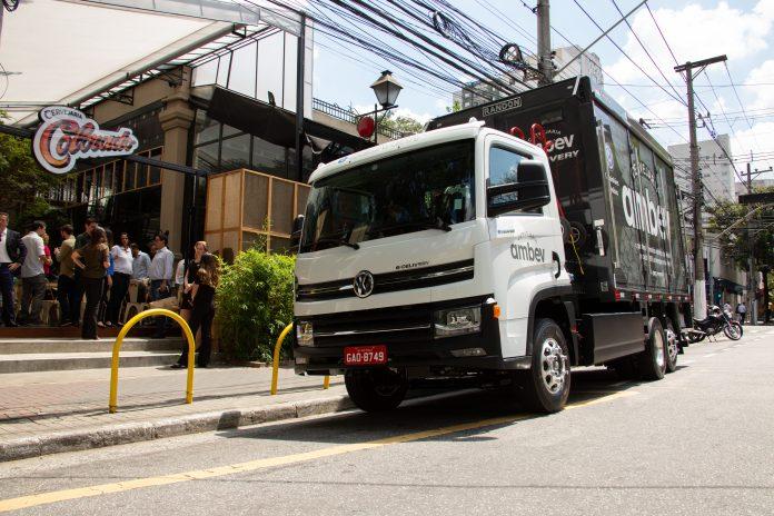 O e-Delivery será o primeiro caminhão elétrico desenvolvido e a entrar em produção, em 2020, no Brasil. O modelo tem 14 toneladas