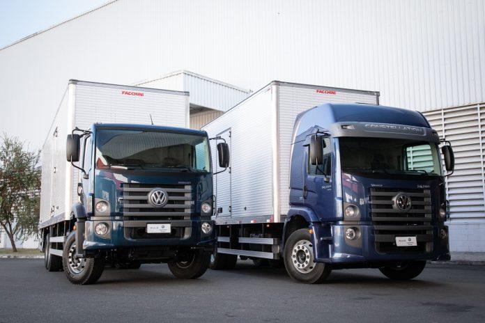 A Volkswagen Caminhões e Ônibus traz novo acabamento interno e design de cabine ainda mais moderno para o pacote Robust, além de ampliar o portfólio de modelos