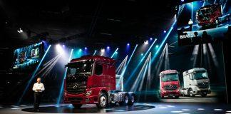 A Mercedes-Benz lançou oficialmente o novo Actros na Fenatran 2019. Para mostrar todo o potencial do novo caminhão, a montadora preparou um estande com 8 modelos