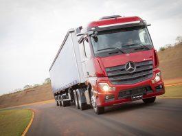 A Mercedes-Benz, marca que mais vende caminhões no país, espera que a pandemia provoque, no mínimo, uma redução de 20% nas vendas