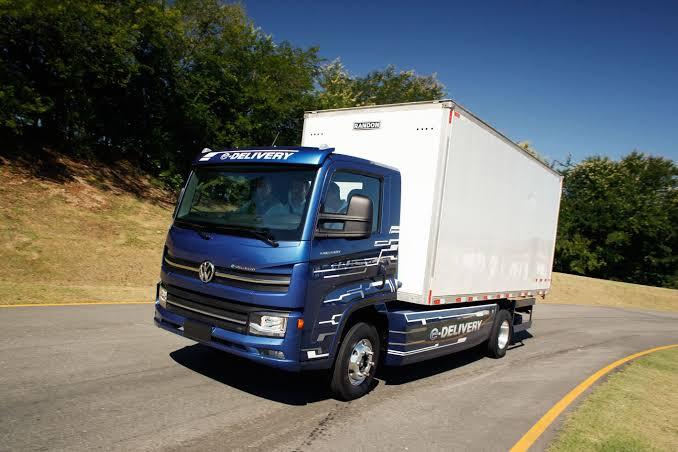 A Volkswagen Caminhões e Ônibus confirmou a venda do primeiro lote de caminhões elétricos com 100 unidades do e-Delivery à Ambev.