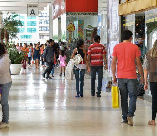 De acordo com dados do IBGE, o mês de agosto fechou com um crescimento de 0,1% nas vendas do comércio varejista. Dessa forma, o índice aponta crescimento