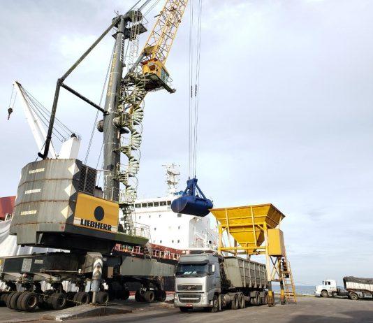 Os Portos do Paraná movimentaram 28,1 milhões de toneladas de cargas, no primeiro semestre de 2020. Dessa forma, o número confirma