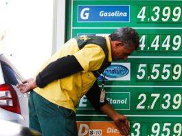 O preço médio da gasolina comum no Brasil subiu 2,74% em agosto na comparação com o mês anterior, segundo levantamento feito pela ValeCard,