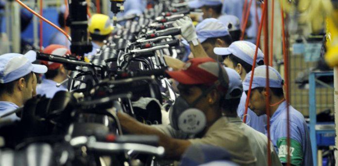 A produção industrial brasileira cresceu 3,2% em agosto, na comparação com julho, de acordo com dados divulgados nesta sexta-feira (2) pelo I