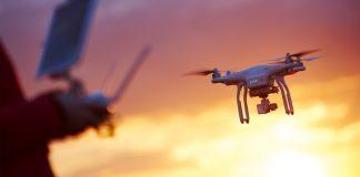 A Anac, Agência Nacional de Aviação, autorizou o início de testes para a entrega de produtos via drones, incluindo os serviços de delivery.