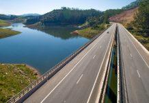 O Departamento de Estradas de Rodagem (DER) de São Paulo publicou em diário nesta quarta (4) que ficara restrito o tráfego de caminhões pela Rodovia dos Tamoios