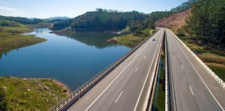 suspendeu as medidas liminares decididas por juízes do litoral e do interior do estado que impunham bloqueios parciais nas rodovias