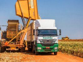 A Mercedes-Benz realizou a venda de 120 caminhões extrapesados Axor 2536 6x2 para a Transgrãos, da cidade de Patos de Minas (MG). Os veículos