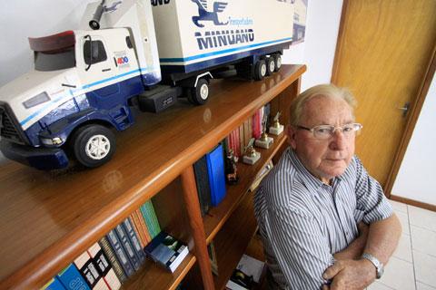 De acordo com nota do SETCERGS, faleceu ontem o fundador da Transportadora Minuano João Theobaldo Krás Borges aos 88 anos.