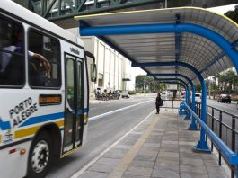 A Prefeitura de Porto Alegre tenta aprovar na Câmara de Vereadores um projeto para reduzir a tarifa de ônibus, estimada em R$ 5,20 em 2020