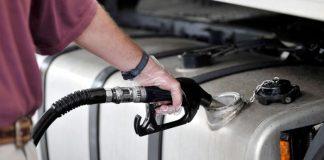 A Petrobras anunciou na última segunda-feira (28), um novo reajuste nos combustíveis. Com isso, a gasolina teve aumento de 5% e o diesel, de 4%.