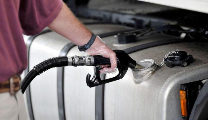 De acordo com dados da Agência Nacional do Petróleo, Gás Natural e Biocombustíveis (ANP), o preço médio do diesel recuou 1,6% nos postos de combustíveis