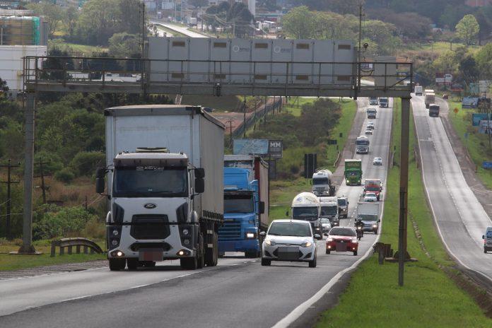 A Associação Brasileira de Condutores de Veículos Automotores (Abrava) está pedindo ao governo federal o congelamento do preço do diesel para cálculo