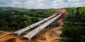 Uma dessas soluções é o pré-fabricado de concreto, que vem se consolidando como a principal alternativa para a construção em viadutos, passarelas