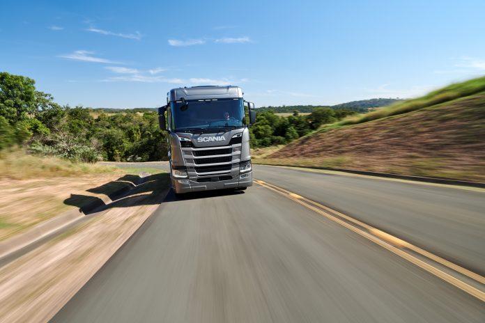 AScaniaanunciou em live promovida naTV Estadão que está oferecendo condições especiais para a linha de caminhões rodoviários 2020/2021.