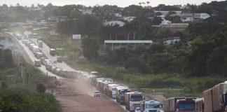 A Pavimentação da BR-163, ajuda as exportações de soja do Brasil, maior exportador mundial. Dessa forma, o preço do frete para o transporte do grão