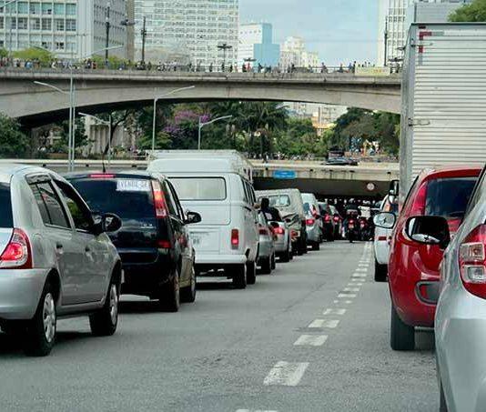 De acordo com um projeto de lei aprovado nesta quarta-feira, 12, a partir de 1º de janeiro de 2030 estará proibida a venda de veículos novos movidos