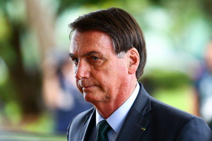 O presidente Jair Bolsonaro ontem, 18, a suspensão dos tributos federais que incidem sobre o óleo diesel. Dessa forma, o governo tenta aliviar o preço