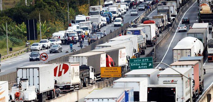 Duas das maiores entidades do setor de transporte se manifestaram sobre uma possível greve dos caminhoneiros, marcada para o próximo dia 1.