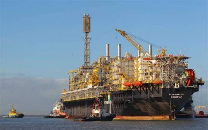 Opetróleodespencou quase 30% nesta segunda-feira, 9, depois que aArábia Saudita fez cortes profundos nos preços da commodity.