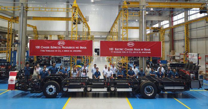 A BYD, especialista na fabricação de ônibus 100% elétricos movidos a bateria, produziu em março seu centésimo chassis. A planta instalada em Campinas,