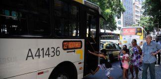 Segundo operadores privados, o sistema de transporte público do país pode estar à beira de um colapso. A queda brusca no número de passageiros durante o