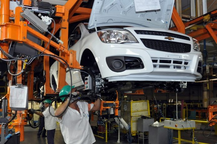 O Índice de Confiança da Indústria brasileira teve uma alta de 4 pontos na prévia de outubro, na comparação com o número consolidado de setembro.