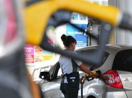A Petrobras anunciou uma redução no preço da gasolina em 12%, ou R$ 0,18 por litro, a partir de hoje nas refinarias. Além disso, a estatal também informou