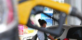 APetrobrasreduzirá o preço médio da gasolina em suas refinarias em 4% a partir de sexta-feira (31). No entanto, o diesel seguirá com cotações estáveis