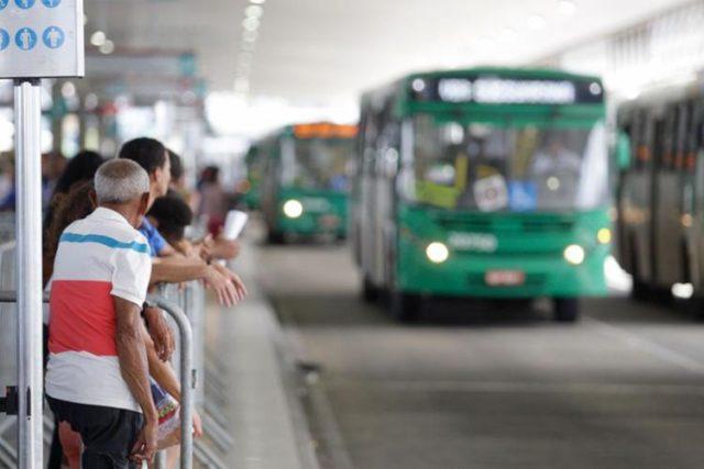 O Governo estadual da Bahia anunciou a liberação do transporte coletivo em 303 municípios. Assim, cidades inseridas em macrorregiões