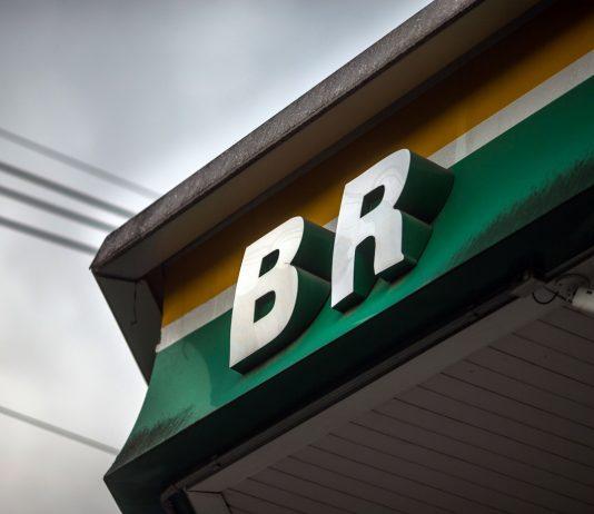 A Petrobrás deu início ao processo de venda das últimas ações da BR Distribuidora. A estatal possui 37,5% no capital social da distribuidora.