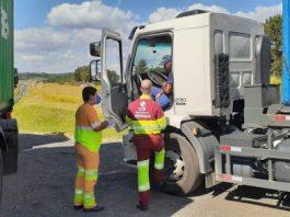 O Grupo CCR iniciou, nesta semana, a distribuição diária de 10 mil kits de higienização à caminhoneiros. Dessa forma, a companhia contribui para a prevenção