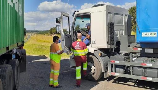 CCR ViaOeste e CCR RodoAnel estão distribuindo frascos de álcool gel para os caminhoneiros no Sistema Castello-Raposo e trecho oeste do RodoAnel