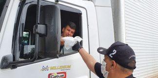 O Governador João Doria anunciou nesta terça-feira (31) a distribuição de 140 mil kits de alimentação para caminhoneiros. Assim, a ação será realizada em 19