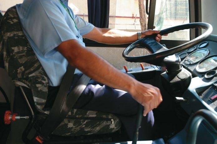 Os motoristas e cobradores de ônibus urbanos, metropolitanos e rodoviários (motoristas) possuem 70% de risco de contaminação. De acordo com levantamento
