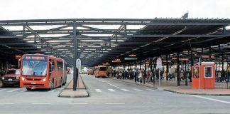 Para evitar aglomeração nos ônibus, veículos que partem dos principais terminais de Curitiba iniciem viagem com ocupação de até no máximo 50% da capacidade