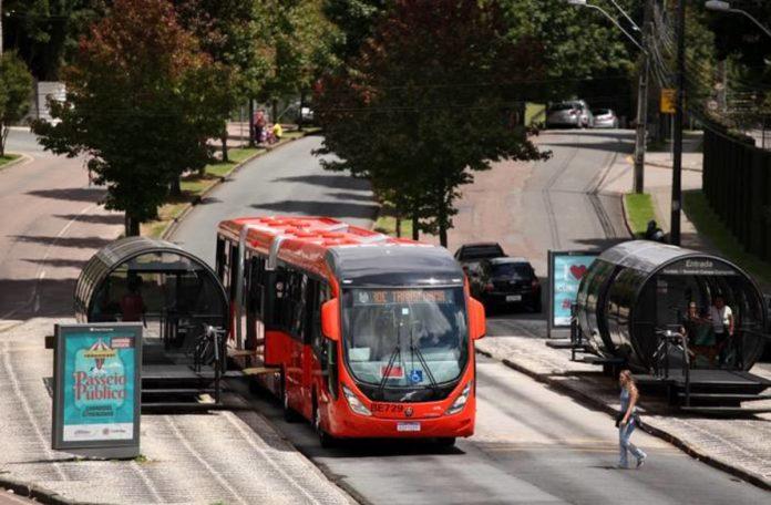 A cidade de Curitiba recebeu 40 novos ônibus Volvo. Dessa forma, finalizando o projeto de renovação de frota da capital paranense. Ao todo, 517 novos
