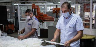 A Volkswagen Caminhões e Ônibus doará cerca de dois mil protetores faciais produzidos em sua fábrica localizada em Resende (RJ) para prefeituras da região.