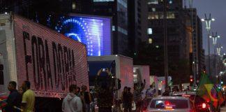 Um grupo de caminhoneiros contrários ao rodízio ampliado de veículosna capital paulistae aprorrogação da quarentenano estado de São Paulo realizou nesta