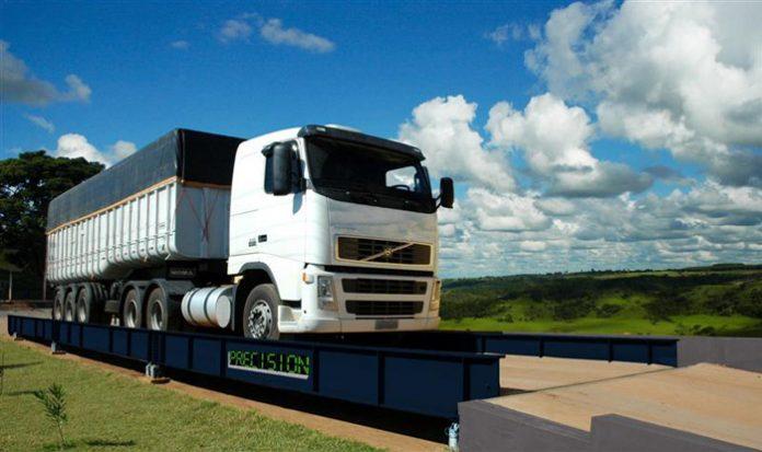 De acordo com o ministro da Infraestrutura, Tarcísio de Freitas, deve haver uma revisão nas normas de pesagem de caminhões. Segundo declaração