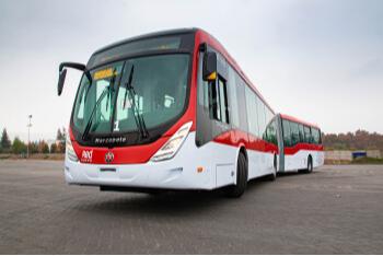 A Volvo acaba de vender 200 unidades do chassi B8RLE articulado para o operador de transporte urbano de Santiago, Subus.