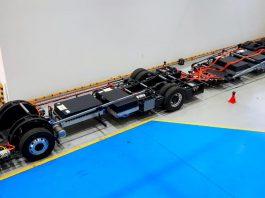 A BYD finalizou a fabricação do primeiro chassi de ônibus articulado 100% elétrico do Brasil. Dessa forma, os veículos serão fabricados
