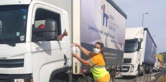 De hoje, 11, até quarta, 13, a CCR AutoBAn continuará a distribuição de kits de higiene para caminhoneiros que utilizam o Sistema Anhanguera-Bandeirantes