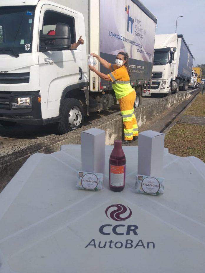 Os caminhoneiros que trafegam pelas rodovias do interior paulista continuam recebendo importante ajuda das concessionárias da Grupo CCR.