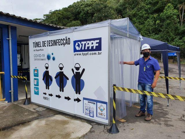 O TPPF - Terminais Portuários Ponta do Félix instalou uma cabine de desinfecção para colaboradores e trabalhadores portuários