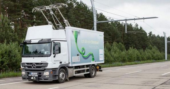 Reino Unido planeja a eletrificação das rodovias do país com cabos aéreos, após testes bem-sucedidos com caminhõeselétricos em toda a Europa.