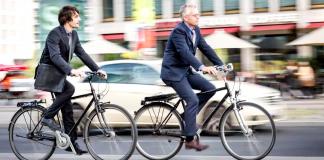 Com cada vez mais pessoas evitando contato social por transporte público durante a pandemia, serviços de táxi e apps de corridas. O uso de Bicicletas