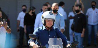 O presidente Jair Bolsonaro prometeu que novos contratos de concessões de rodovias isentaram motociclistas de pedágio.