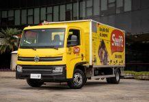 O Delivery 6.160, da VWCO, é a nova loja móvel da Swift. Assim, operando como um mercado de proteínas congeladas, onde o cliente não precisa